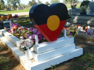 One of the many wonderful Aboriginal graves at Bourke.
